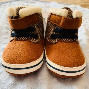 New With Tags Adorable Infant Suede Winter Boots